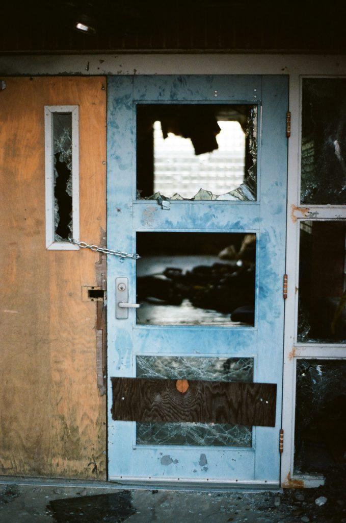 ingebroken deur